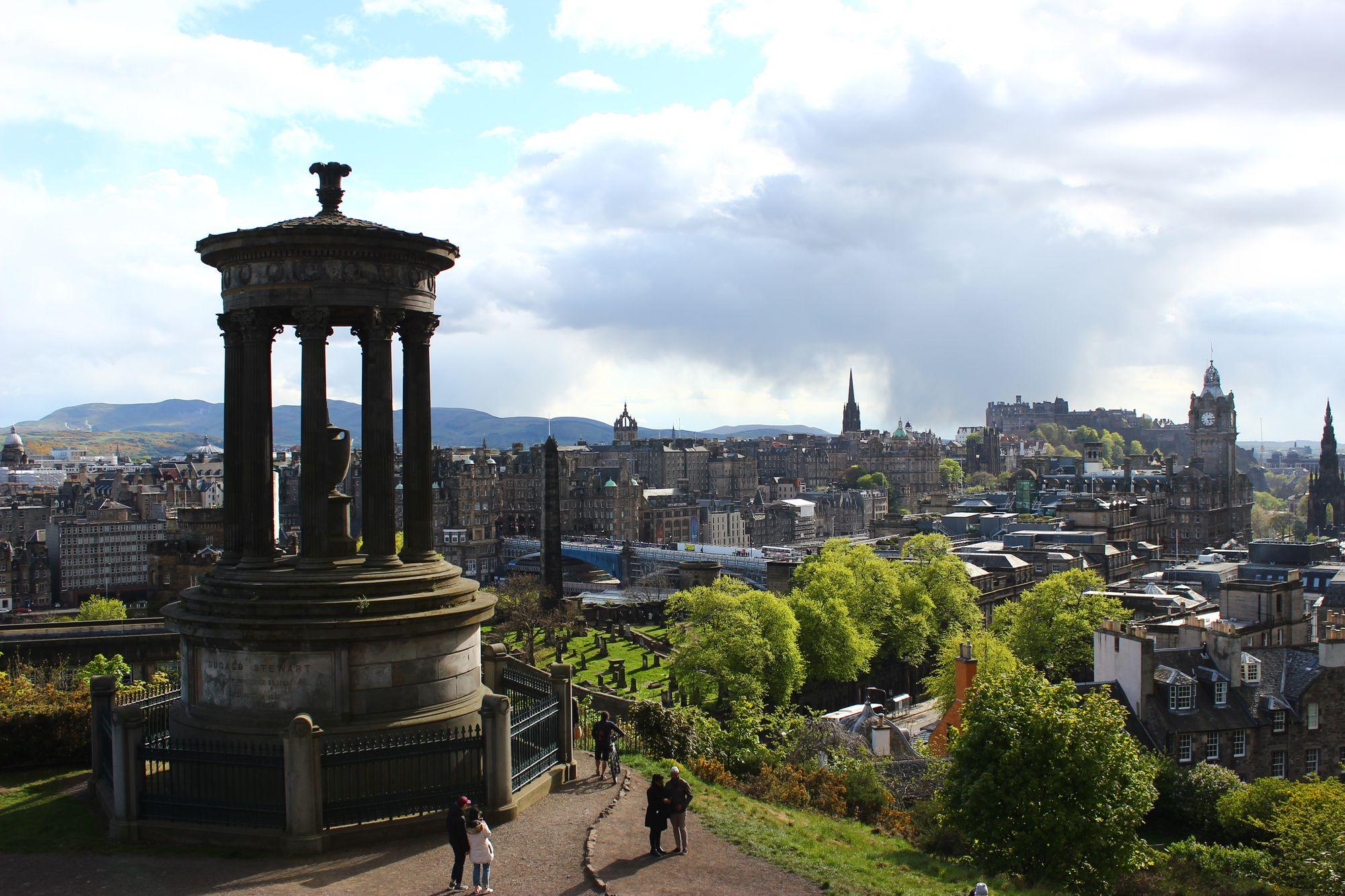 Vue de la ville depuis le parc Calton Hill à Édimbourg en Écosse