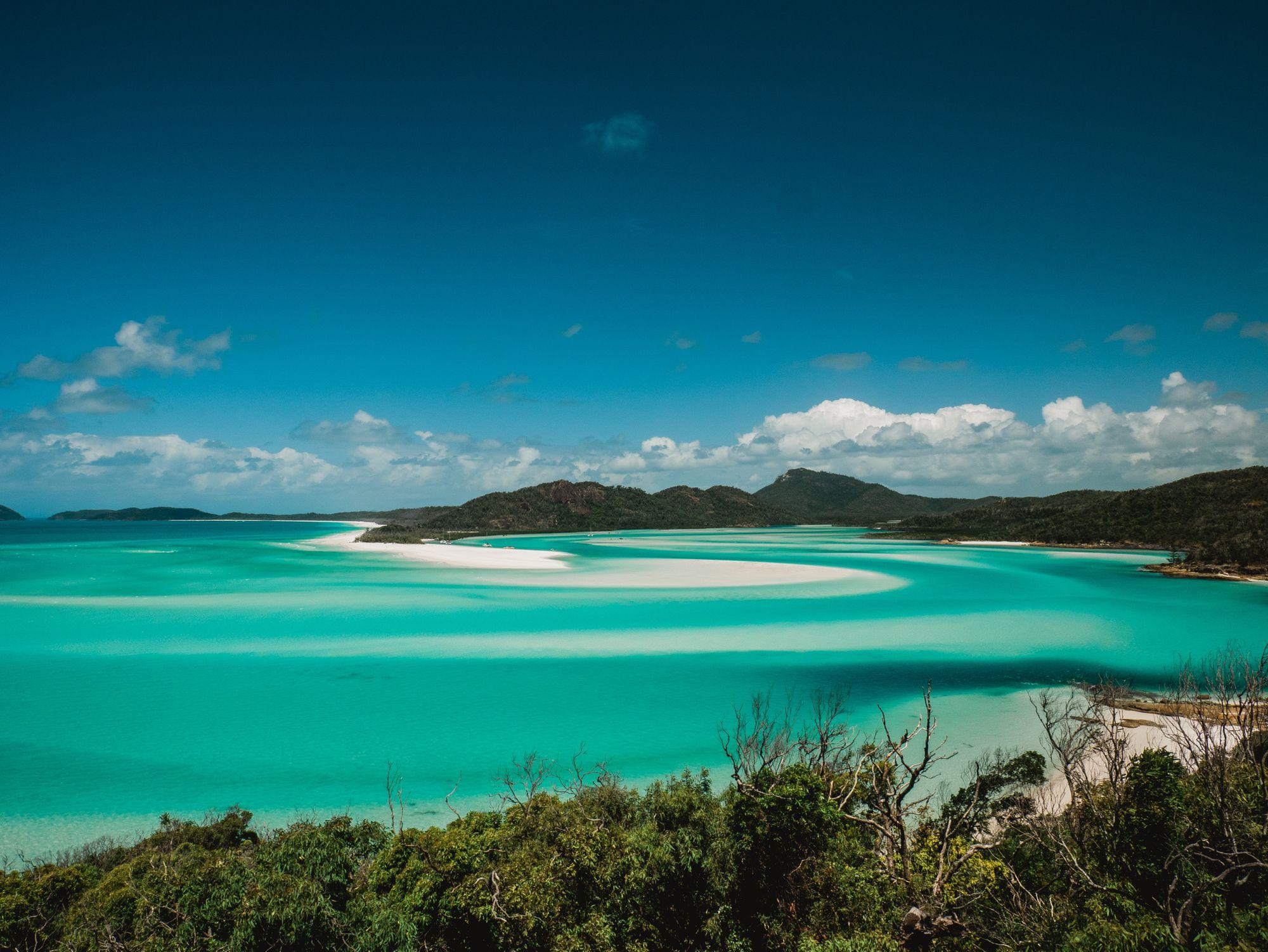 mer et sable sur l'île des Whitsundays en Australie